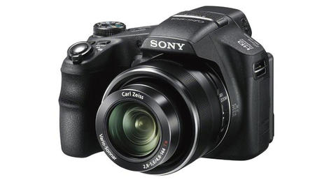 Review: Sony HX200V