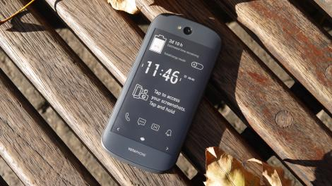 Hands-on review: Yotaphone 2
