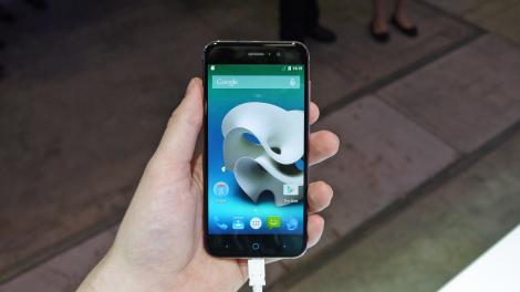 Hands-on review: IFA 2015: ZTE Blade V6