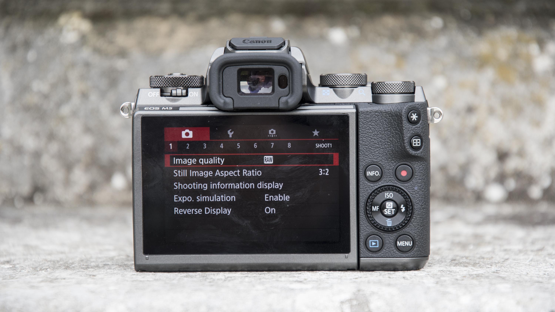 EOS M5